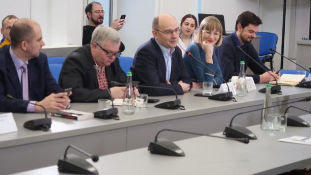 """Украина """"устала"""": названы главные тезисы пропаганды Кремля в Европе"""
