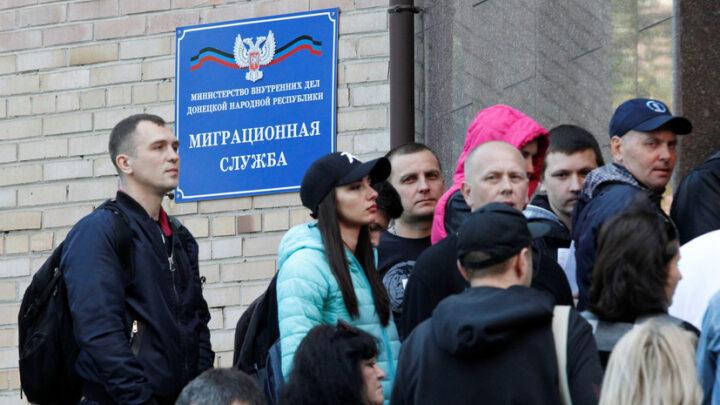 """Пропагандистский трюк с """"бесплатными"""" паспортами РФ для ОРДЛО"""