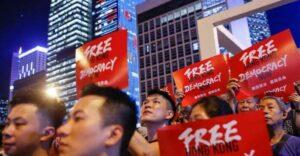 Китай медленно демократию в Гонконге