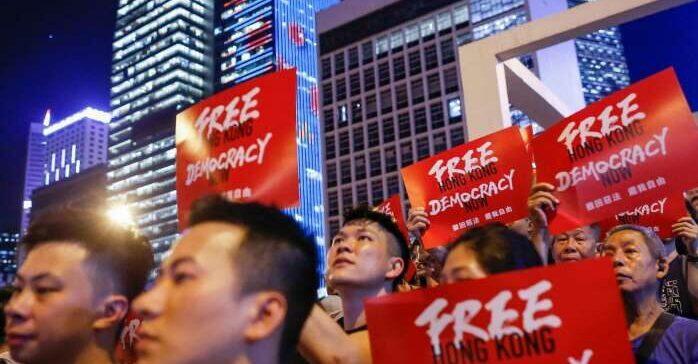 Китай медленно убивает демократию в Гонконге