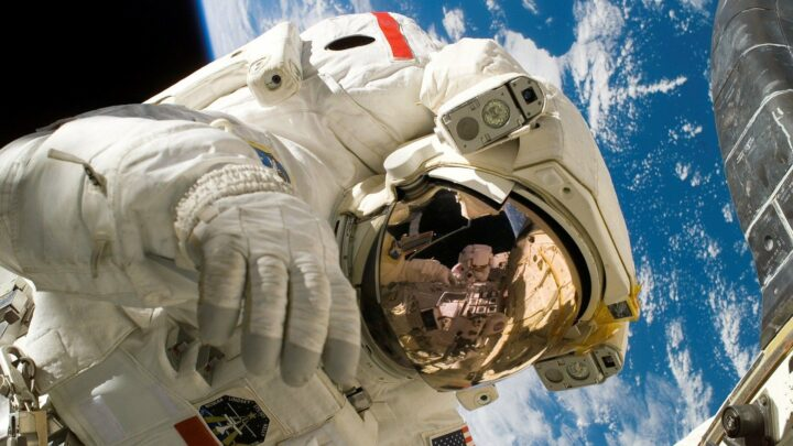 США должны противостоять космическим амбициям Китая и России